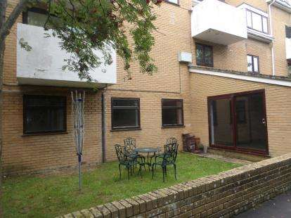 3 Bedrooms Flat for sale in Frogmore, Fareham, Hants