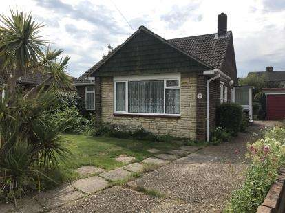 2 Bedrooms Bungalow for sale in Sarisbury Green, Southampton, Hampshire