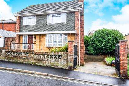 4 Bedrooms Detached House for sale in Shanklin, Isle Of Wight