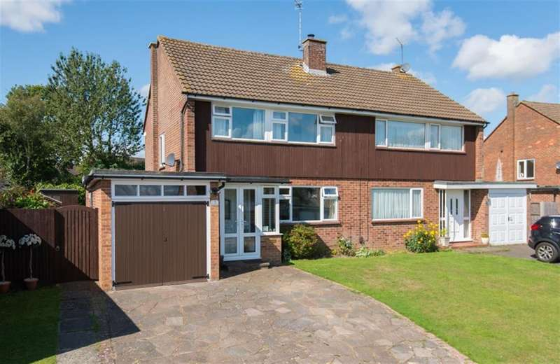 3 Bedrooms Semi Detached House for sale in Garson Grove, Chesham, Buckinghamshire, HP5 2RA