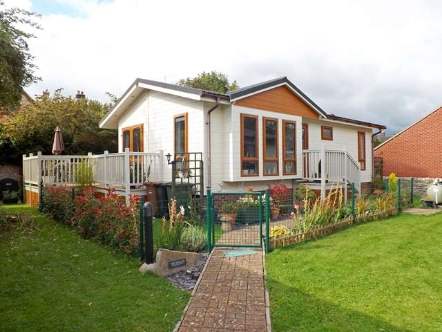 2 Bedrooms Park Home Mobile Home for sale in Westbrook Green, West Side, North Littleton