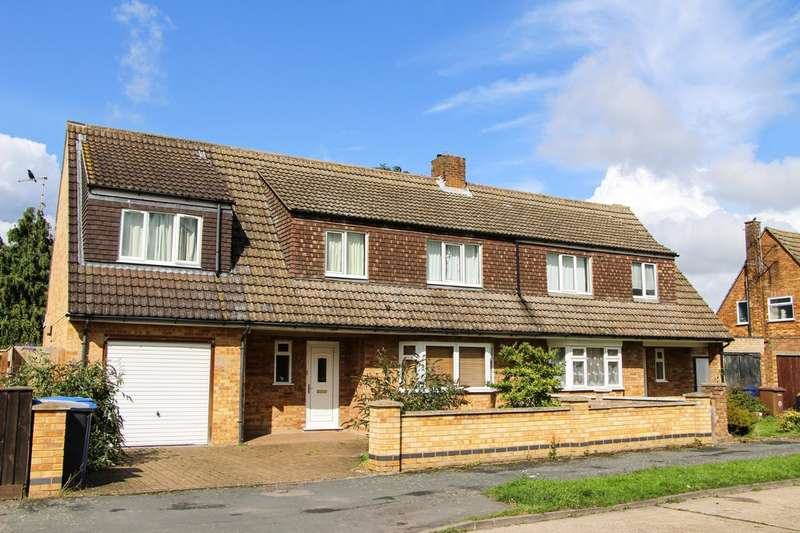 4 Bedrooms Semi Detached House for sale in Manderston Road, Newmarket