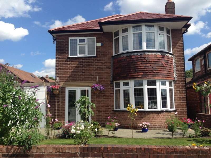 3 Bedrooms Detached House for sale in Meadow Close, Manchester, Greater Manchester, M32