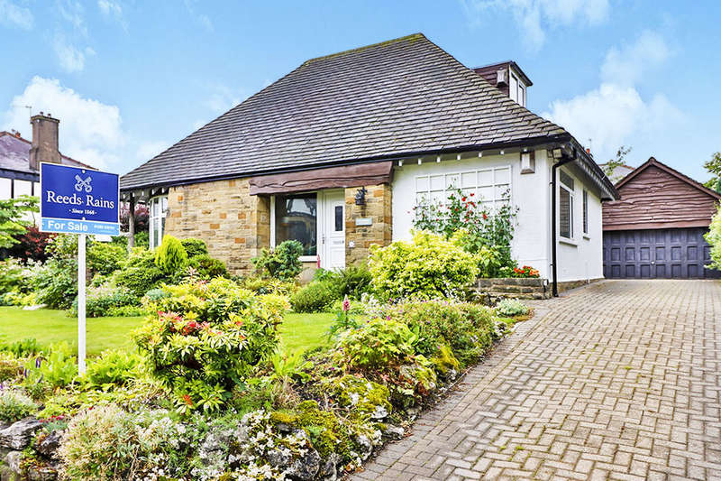 3 Bedrooms Detached Bungalow for sale in Reedley Grove, Burnley, BB10