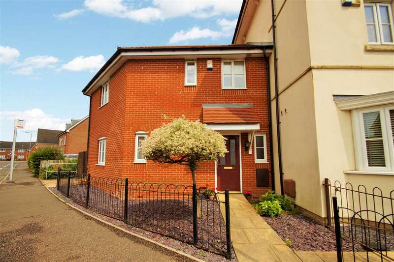 3 Bedrooms Semi Detached House for sale in Gavin Way, Myland, Colchester