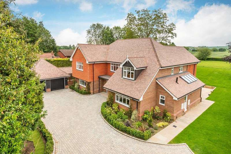 5 Bedrooms Detached House for sale in Croft Lane, Crondall, Farnham, Surrey, GU10