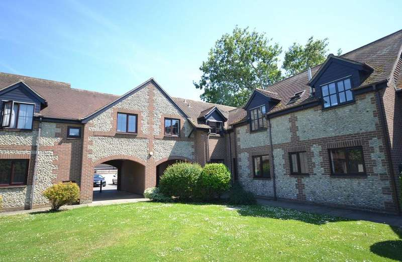 2 Bedrooms Flat for sale in The Herons, High Street, Selsey, PO20