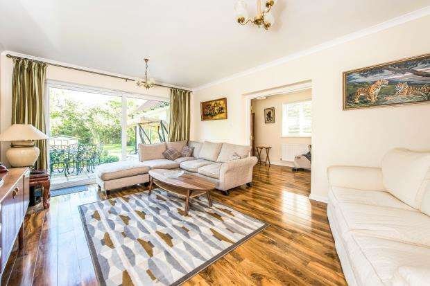 4 Bedrooms Detached House for sale in East Horsley, Leatherhead, Surrey