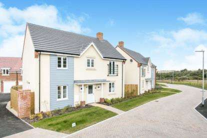 4 Bedrooms Detached House for sale in Canford Heath, Poole, Dorset
