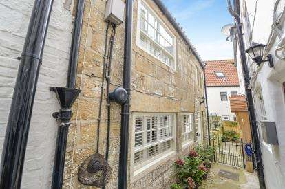 3 Bedrooms Semi Detached House for sale in Abbey Inn Yard, Flowergate, Whitby, North Yorkshire