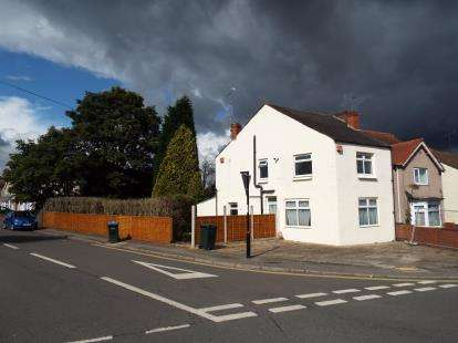 3 Bedrooms End Of Terrace House for sale in Beacon Road, Holbrooks, Coventry