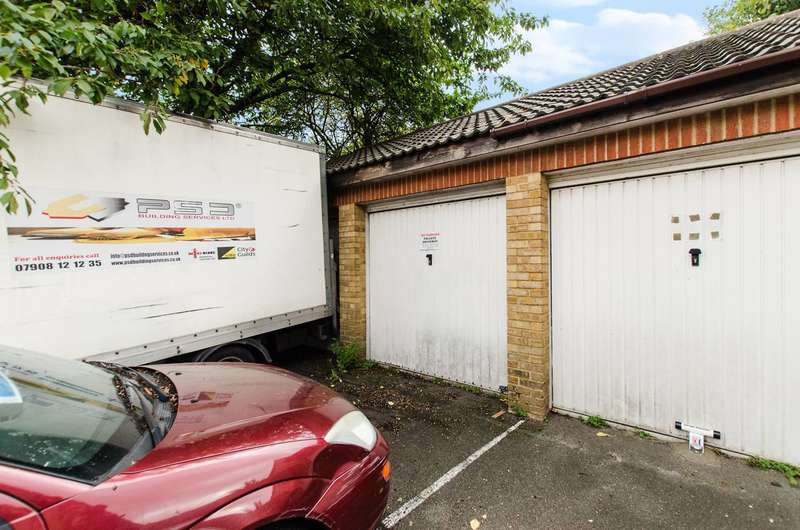 Garages Garage / Parking for sale in Wycliffe Road, Shaftesbury Estate, SW11