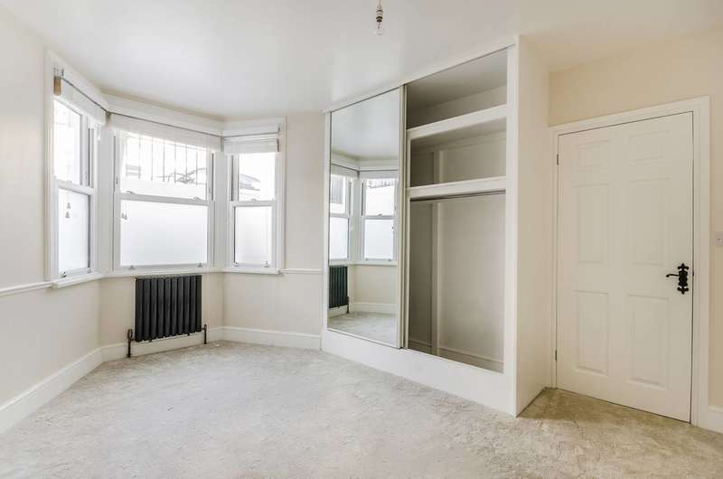 2 Bedrooms Flat for sale in Fransfield Grove, Sydenham, SE26