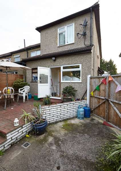 4 Bedrooms Semi Detached House for sale in Boleyn Avenue, Enfield, London, EN1