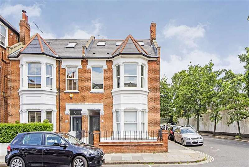 2 Bedrooms Flat for sale in Whittingstall Road, London