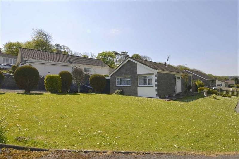 3 Bedrooms Bungalow for sale in 17, Oakridge Acres, Tenby, Dyfed, SA70