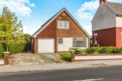 2 Bedrooms Bungalow for sale in Brindle Road, Bamber Bridge, Preston, Lancashire