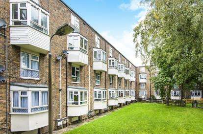 2 Bedrooms Flat for sale in Albany Road, Brentwood, Essex