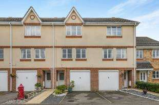 3 Bedrooms House for sale in Padley Close, Chessington, Surrey