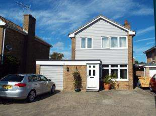 3 Bedrooms Detached House for sale in Tangmere Gardens, Bognor Regis, West Sussex