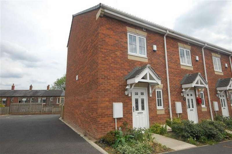 3 Bedrooms Town House for sale in Spring Place Gardens, Mirfield, WF14