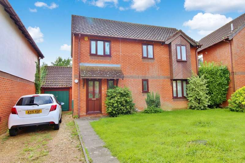 4 Bedrooms Detached House for sale in Ullswater Drive, Hethersett