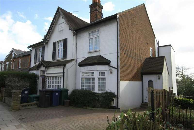 4 Bedrooms Semi Detached House for sale in Wood Street, High Barnet, Herts, EN5