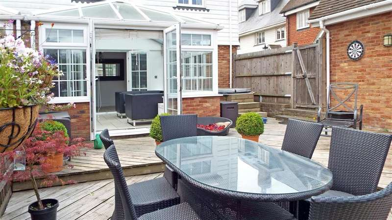 4 Bedrooms Semi Detached House for sale in Chaplin Court, Sutton At Hone, Dartford, Kent