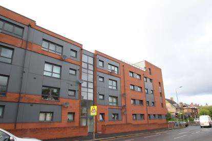 2 Bedrooms Flat for sale in Clarkston Road, Glasgow