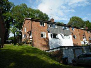 2 Bedrooms Flat for sale in The Hill, Church Hill, Caterham, Surrey