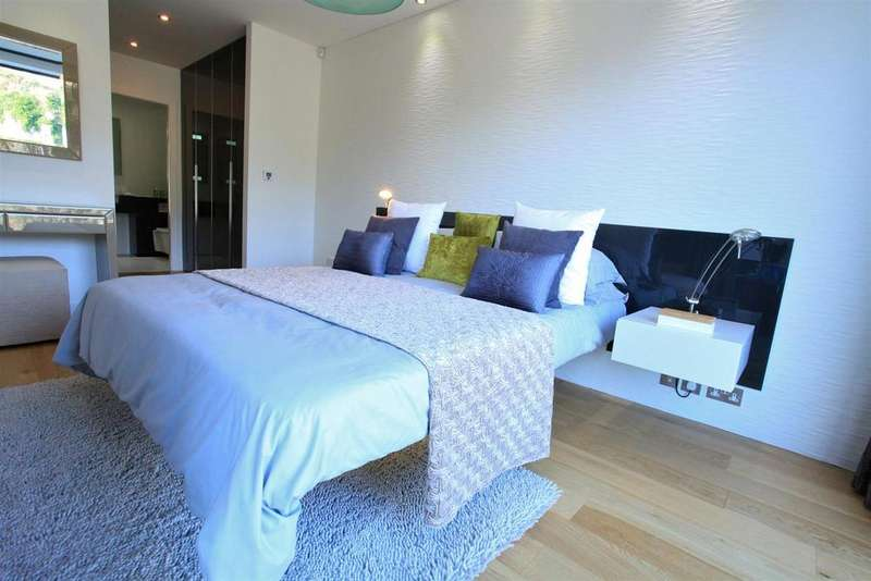 2 Bedrooms Penthouse Flat for sale in Chepstow