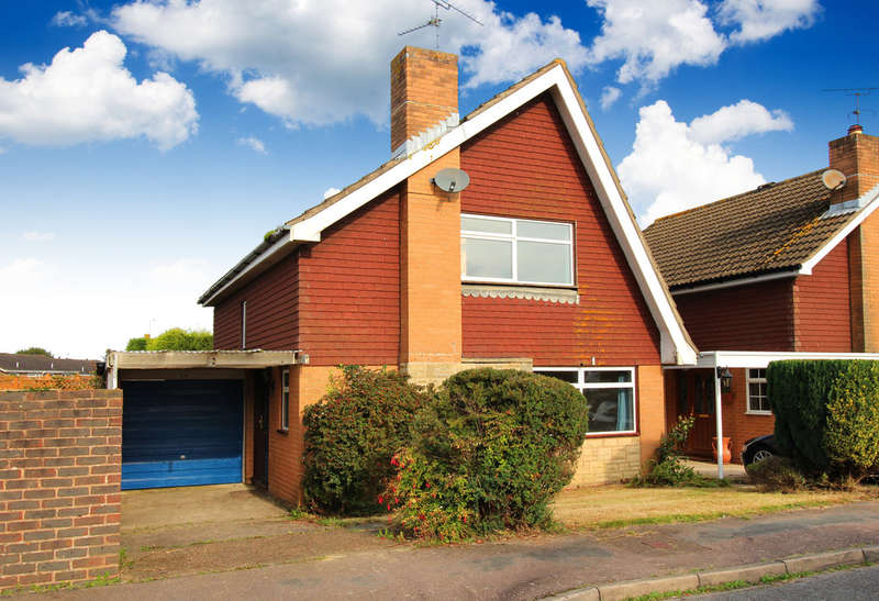 2 Bedrooms Detached House for sale in Brushwood Road, Horsham