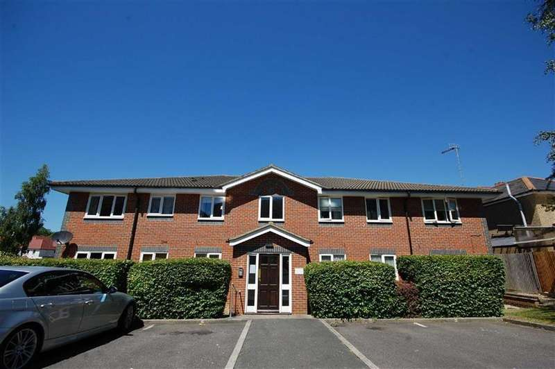 2 Bedrooms Apartment Flat for sale in Gade Close, Watford, Herts