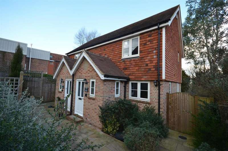 3 Bedrooms House for rent in Abbey Mews, Battle
