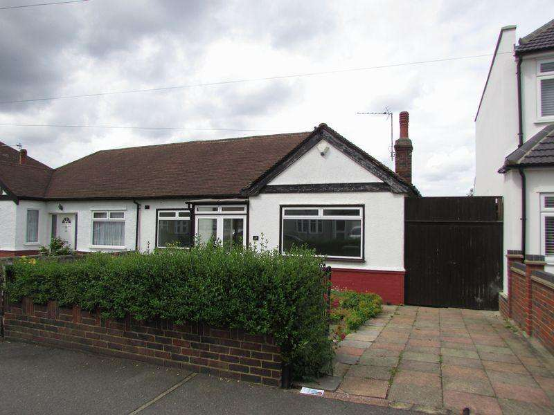 3 Bedrooms Semi Detached Bungalow for sale in Carisbrooke Avenue, Bexley