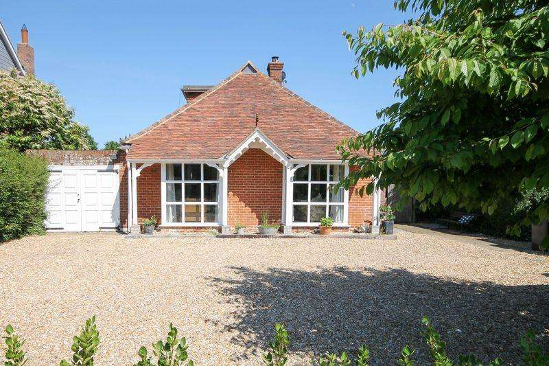 5 Bedrooms Detached House for sale in Broad Road, Hambrook