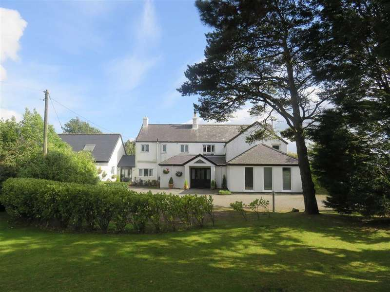 3 Bedrooms Detached House for sale in Llansadwrn, Anglesey