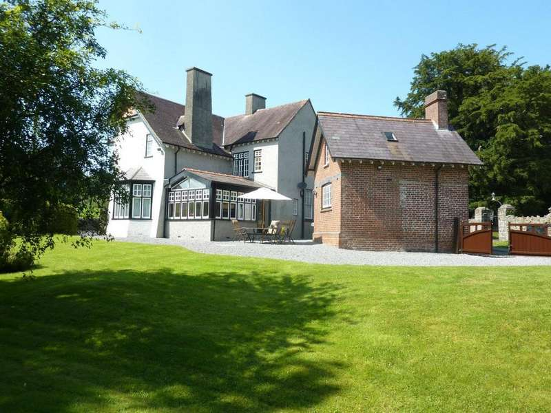 5 Bedrooms Detached House for sale in Llanwrda