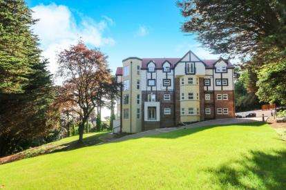 2 Bedrooms Flat for sale in Forest Hill, 53-55 Oak Drive, Colwyn Bay, Conwy, LL29