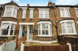 3 Bedrooms Terraced House for sale in Pascoe Road, Hither Green, Lewisham, London