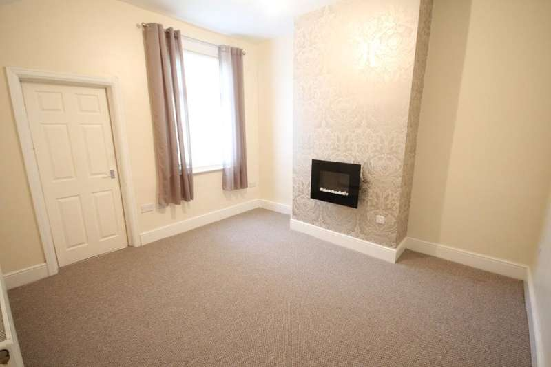 2 Bedrooms Terraced House for sale in Warren Street, Fleetwood, Lancashire, FY7 6EA