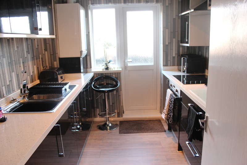 3 Bedrooms Flat for sale in Wearhead Row, Eccles New Road