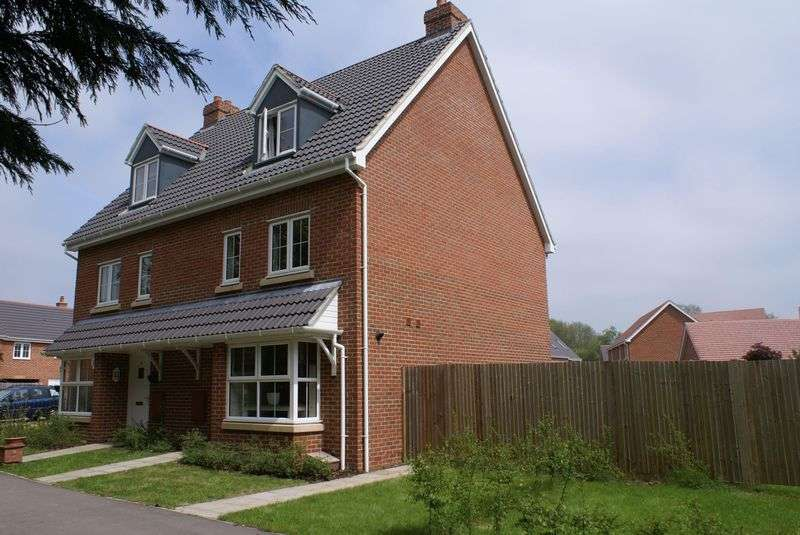 4 Bedrooms Property for rent in Lapwing Way Four Marks, Alton