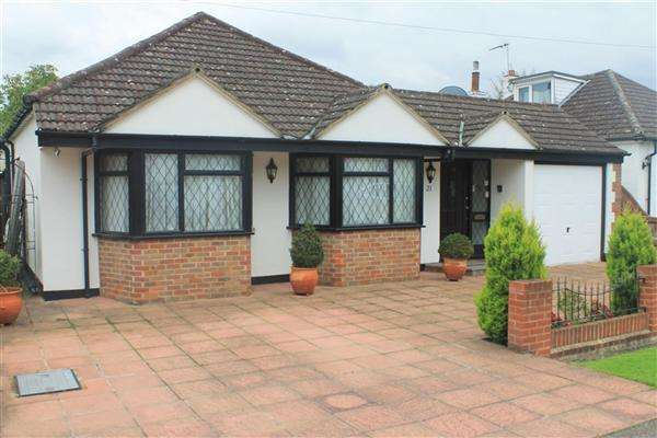 4 Bedrooms Detached House for sale in Lime Walk, New Denham