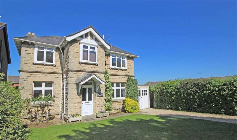 3 Bedrooms Detached House for sale in Pine Bank, Bishops Cleeve, Cheltenham, GL52
