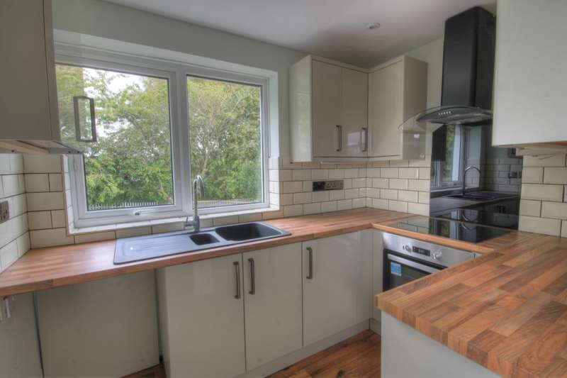 2 Bedrooms Flat for sale in Wood Grove, Denton Burn, Newcastle Upon Tyne, NE15