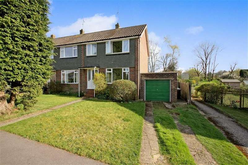 3 Bedrooms Semi Detached House for sale in Hazelbank Close, Liphook, Hampshire, GU30