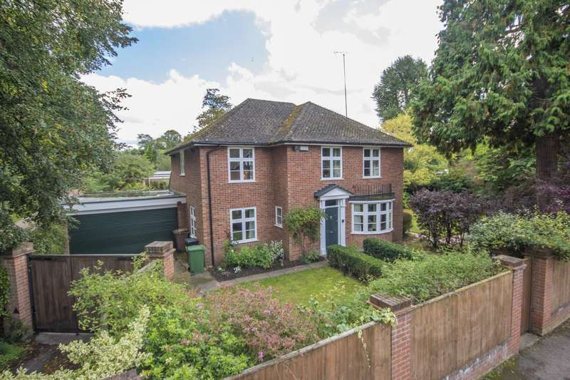 4 Bedrooms Detached House for sale in Cleeve Road, Goring on Thames, Reading, RG8