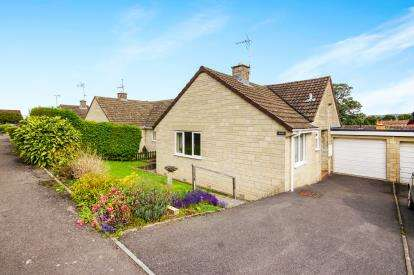 2 Bedrooms Bungalow for sale in Hermitage Drive, Woodmancote, Dursley, Gloucestershire
