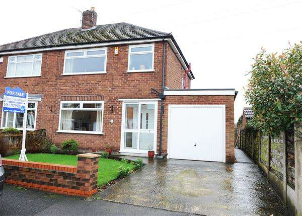 3 Bedrooms Semi Detached House for sale in 2 Brentwood Avenue, Cadishead M44 5YY